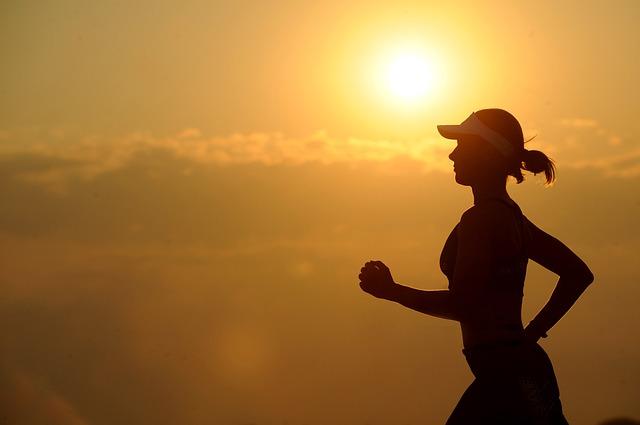 silueta běžkyně