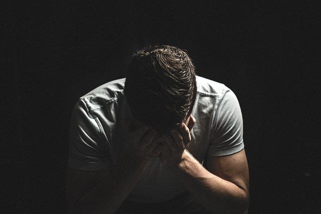 muž s pláčem